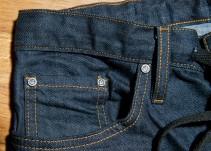 ¿Por qué los pantalones de mezclilla tienen un pequeño bolso a su costado?