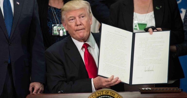 Trump firma la orden para construir el muro fronterizo