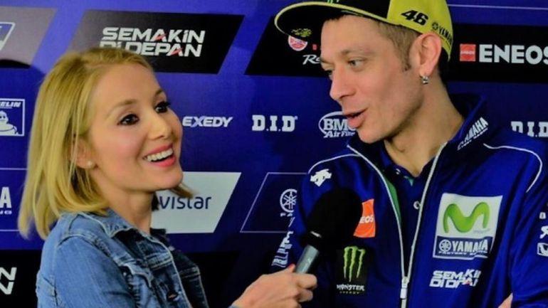 Reportera le hace una propuesta indecorosa a Valentino Rossi