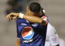 Árbitro da por bueno gol de un espontáneo en el clásico de Honduras