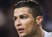 Playera de Cristiano Ronaldo será subastada para salvar refugio para perros