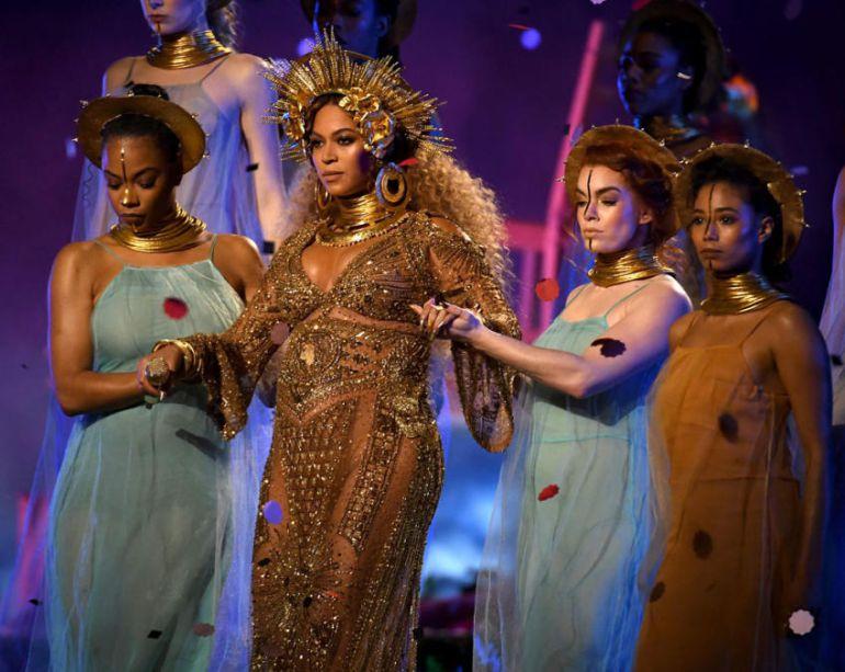 No vas a creer lo que esconde el vestido que lució Beyoncé en los Grammy 2017