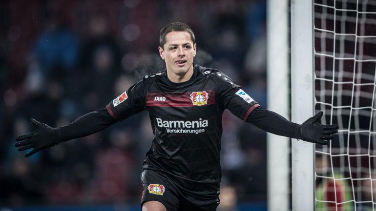 Javier Hernández sigue en romance con el gol