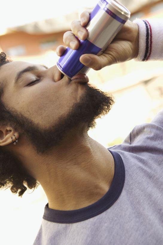 Razones por las cuales no debes consumir 'bebidas energéticas'