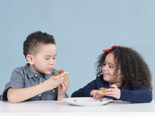 Así reaccionan los niños extranjeros al probar comida mexicana