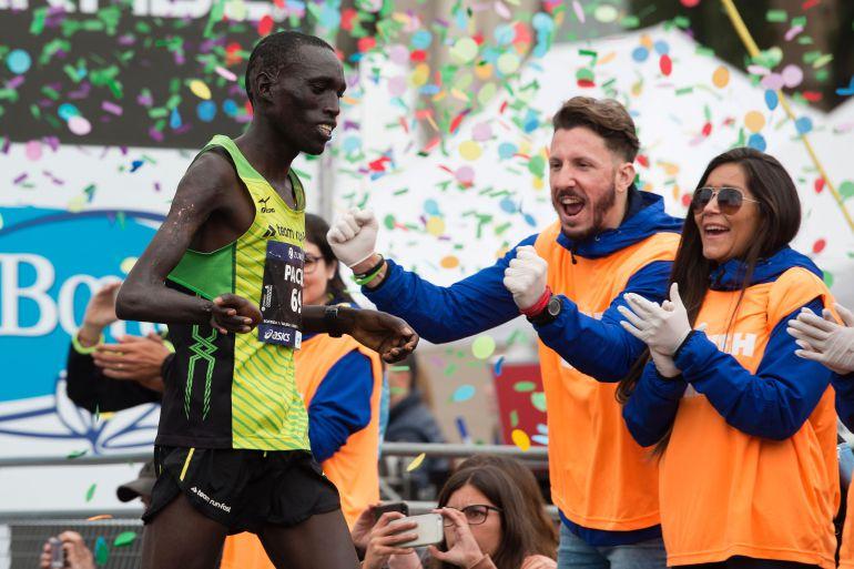 Atleta paralímpico gana el maratón de Barcelona