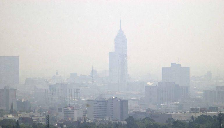 Respirar el aire de la CDMX equivale a fumar 40 cigarros al día