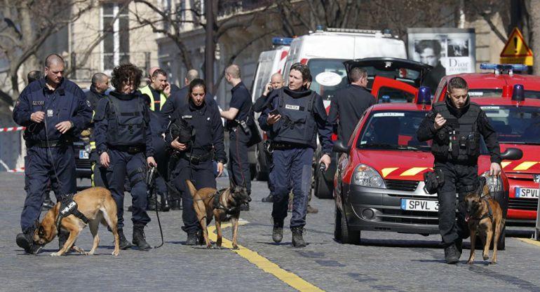 Explota carta bomba en París, hay un herido