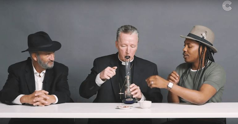 ¿Qué pasa si un rabino, un sacerdote y un ateo fuman marihuana juntos?