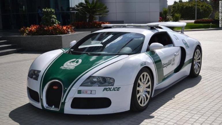 La patrulla más rápida del mundo alcanza los 407 kilómetros por hora