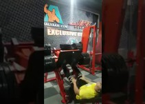 VIDEO: Sufre terrible lesión por levantar demasiado peso