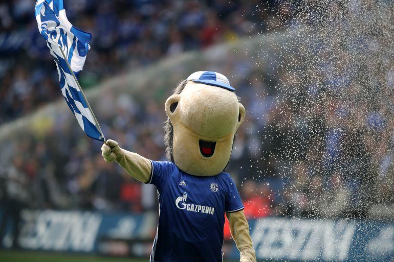 """Mascota de un equipo del futbol alemán """"expulsa"""" al árbitro"""