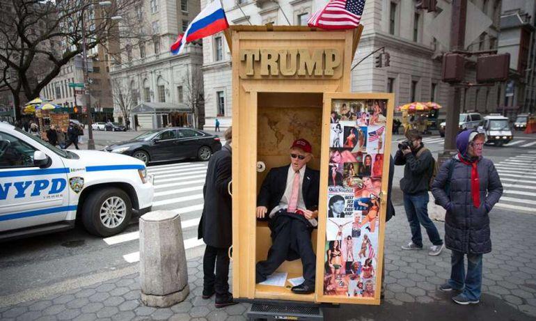 """Declaran a Trump """"rey de los tontos"""" en Nueva York"""