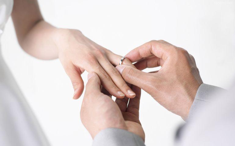 Le pide matrimonio a su novia y lo rechaza públicamente