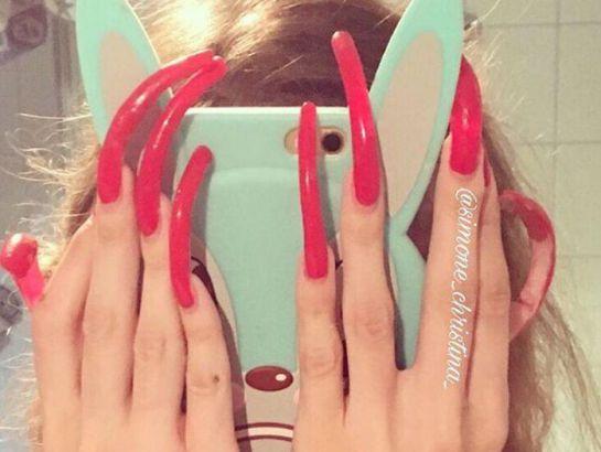 Esta obsesión ha hecho que así luzcan sus uñas