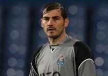 Iker Casillas regala camiseta a un aficionado del Real Madrid
