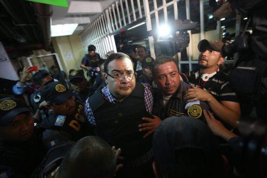 Zapean a Javier Duarte antes de entrar a su primera audiencia