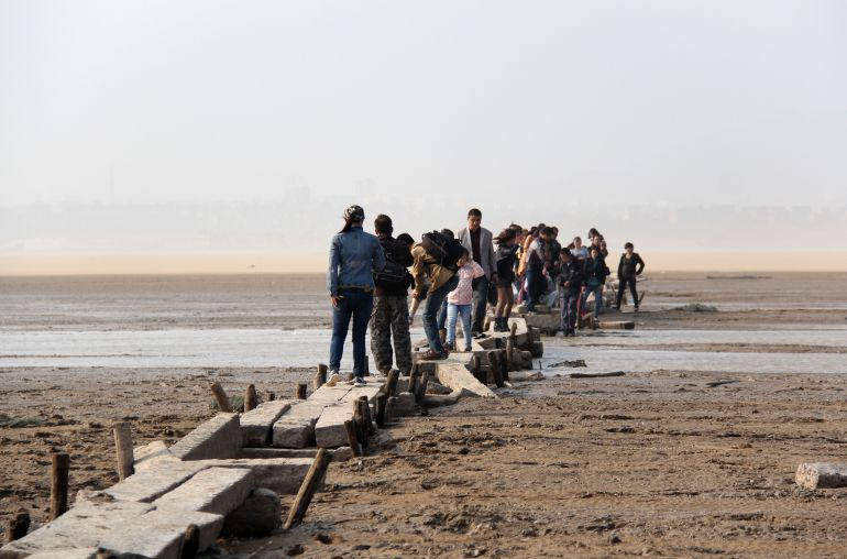 Un puente en China cae con 20 turistas