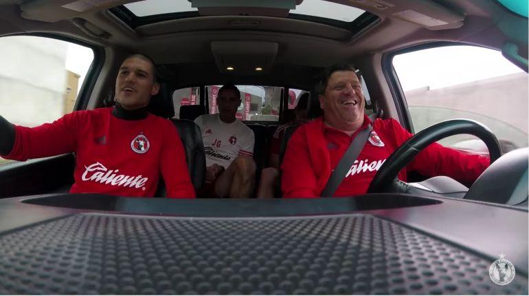 """El Carpool Karaoke del """"Piojo"""" Herrera"""