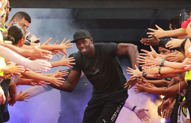 [VIDEO] Usain Bolt cava tumba de un amigo