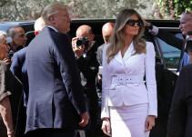 Melania rechaza darle la mano a Donald Trump