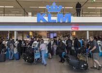 Rey europeo pilota vuelos comerciales de forma incógnita