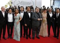 Cineastas mexicanos cantan con mariachis en Cannes