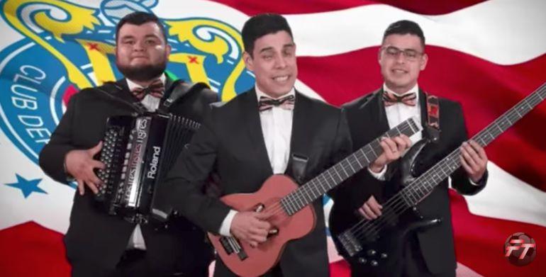 [VIDEO] Los Tres Tristes Tigres le cantan al Guadalajara