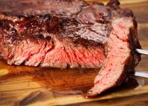 ¿El líquido rojo que expulsa la carne cruda es sangre en realidad?