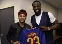 Neymar regala camisetas del Barcelona a jugadores de la NBA