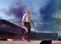 [VIDEO] Chris Martin presume lo bien que canta en español