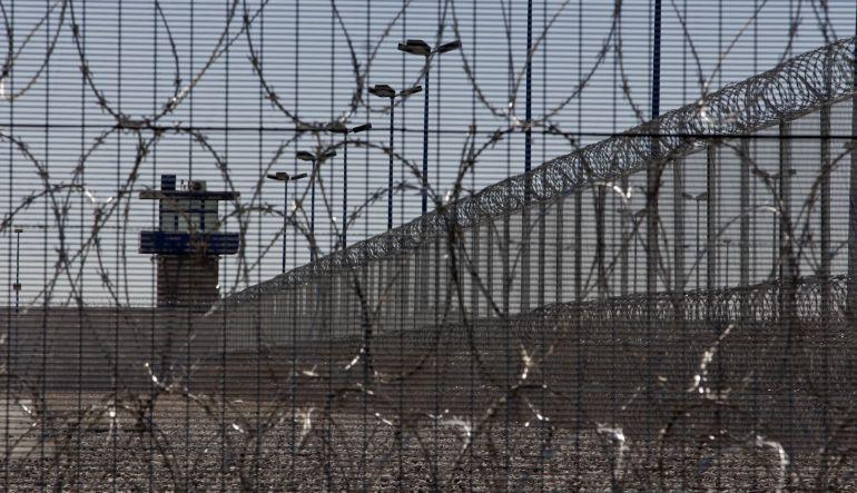 Prevalece en cárceles del país sobrepoblación y autogobierno: CNDH