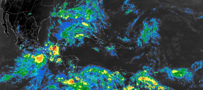Tormenta tropical 'Calvin', tocará tierra en Huatulco