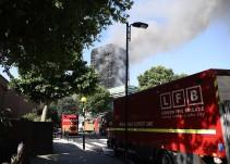 Incendio en edificio de Londres deja al menos 6 muertos y 64 heridos