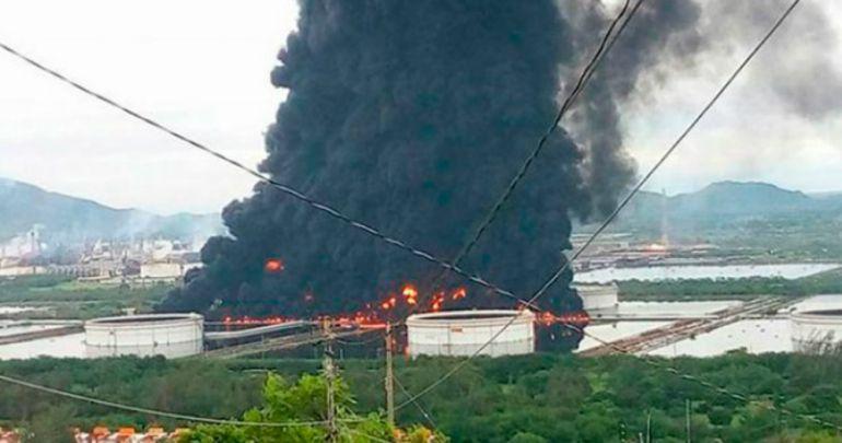 Se registra un incendio en la refinería de Salina Cruz, Oaxaca