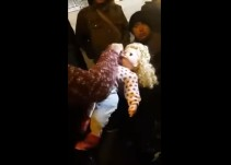 [Video] Muñeca habla y mueve la cabeza sin baterías