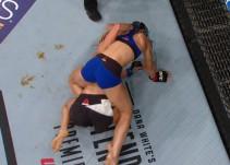 Peleadora de la UFC defeca en pleno combate
