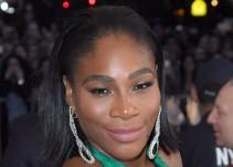 Serena Williams posa desnuda para mostrar su embarazo