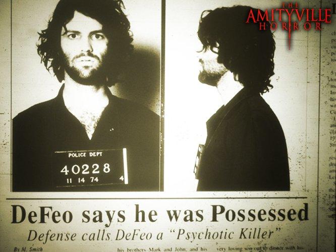 Los cuerpos eran los padres y hermanos de Ronald DeFeo, asesinados por él mismo el 3 de noviembre de 1974. DeFeo confesó que de sus manos se disparó el rifle y que no fue bajo su voluntad, pues un ser demoniaco le obligó a hacerlo.