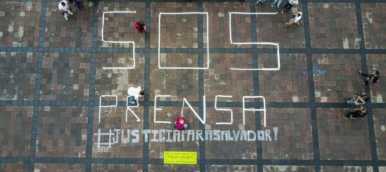"""Lanzan periodistas gráficos llamado de alerta """"SOS PRENSA"""" desde Michoacán"""