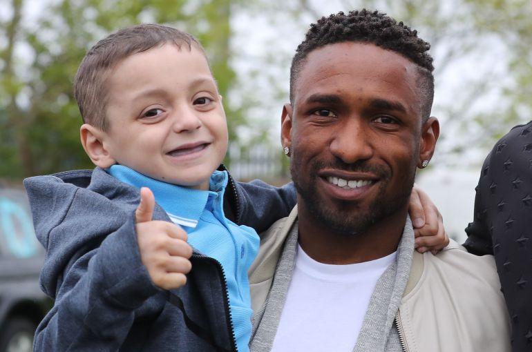 Futbolista inglés se despide de niño con cáncer con una emotiva carta