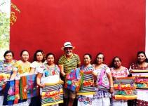 Diseñador francés vende bolsas hechas por mujeres mayas en 28 mil pesos, a ellas les paga 235 por cada una