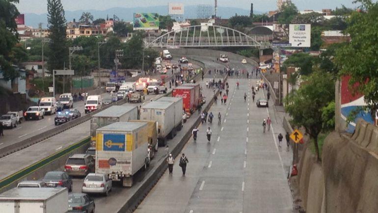 Cerrado Paso Express a Cuernavaca por socavón