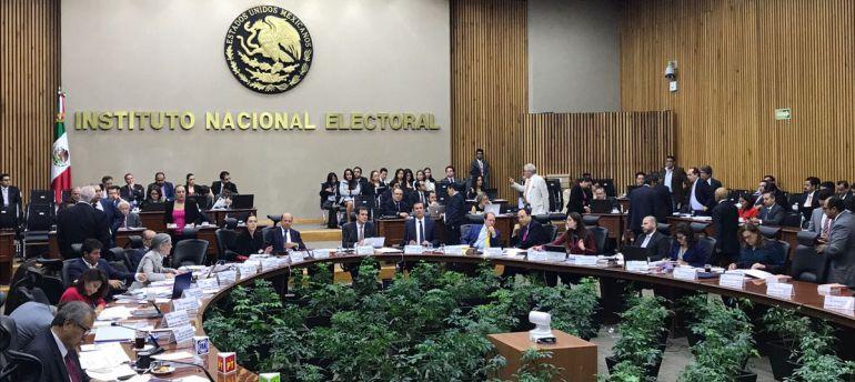 Multa INE con 918 mil pesos al PRI por tarjetas de campaña
