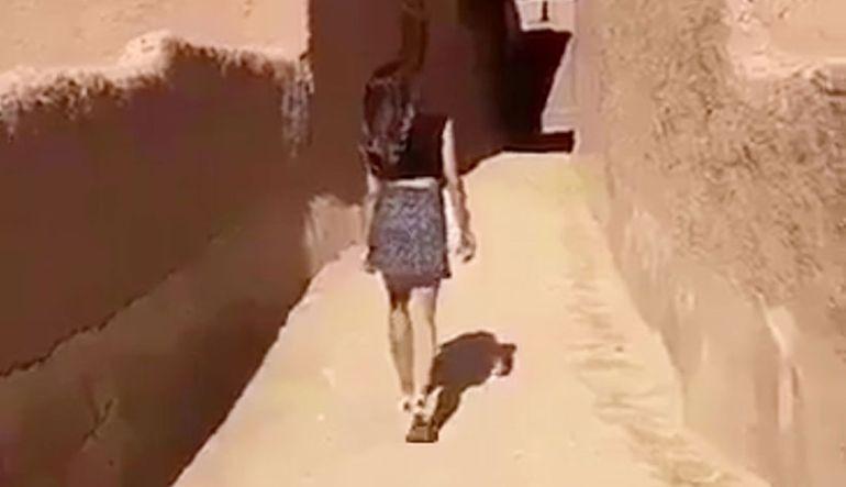 Joven de minifalda causa polémica en Arabia Saudí