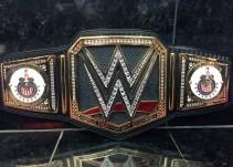 La WWE le regala un cinturón a las Chivas