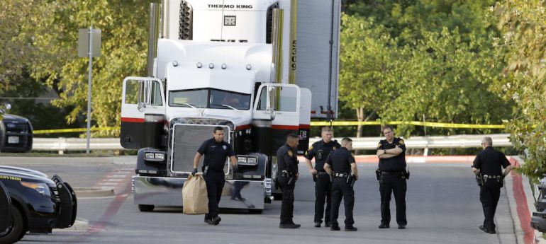 Suman 7 los mexicanos fallecidos por tráiler abandonado en Texas