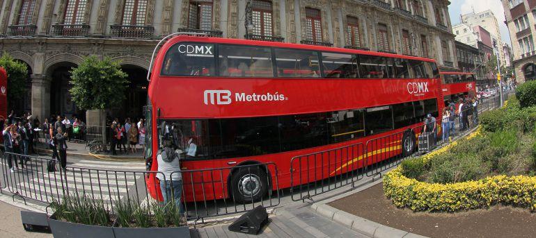 Presentan los primeros autobuses doble piso de la Línea 7 del Metrobús