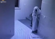 [Video] Ladrón se disfraza de fantasma para no ser grabado por cámaras de seguridad