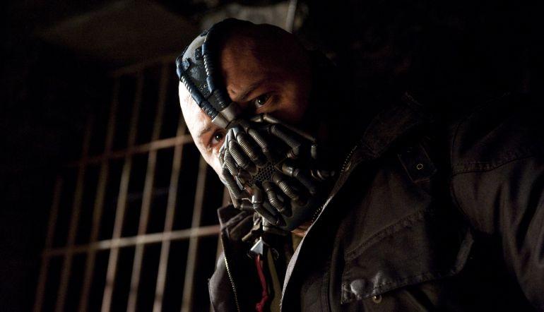 ¿Por qué Tom Hardy cubre su rostro en las películas?